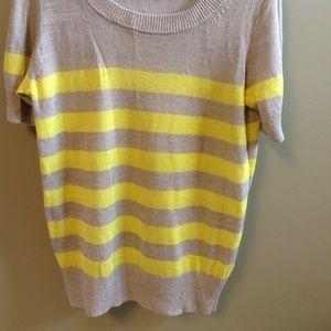 Short sleeve summer sweater.
